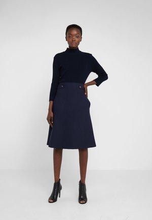 Pletené šaty - mid blu