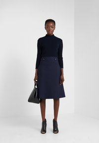 TWINSET - Pletené šaty - mid blu - 1