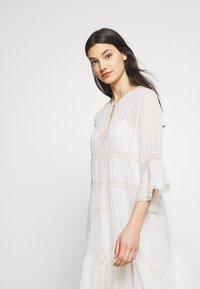 TWINSET - Koktejlové šaty/ šaty na párty - antique white - 5