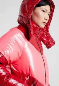 TWINSET - CAPPUCCIO VERA - Piumino - rosso veneziano/pink vegas - 3
