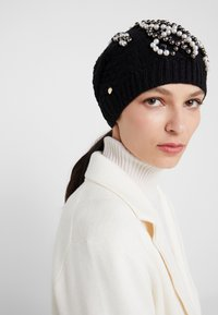 TWINSET - FLOWERS PATCH - Beanie - nero - 1