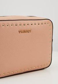 TWINSET - SAFFIANO STUDS - Skuldertasker - pink mousse - 6