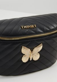 TWINSET - QUILTED BUTTERFLY  - Riñonera - nero - 6