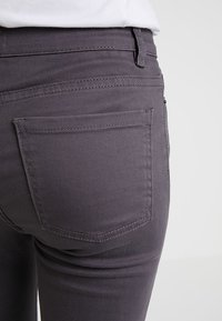 TWINTIP - Jeans slim fit - grey