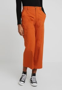 TWINTIP - Pantaloni - rusty red - 0