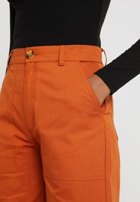 TWINTIP - Pantaloni - rusty red - 4