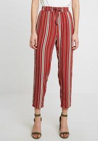 TWINTIP - Spodnie materiałowe - black/red - 0