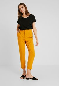 TWINTIP - Trousers - mustard - 1