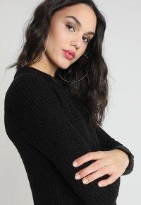 TWINTIP - Pletené šaty - black - 3