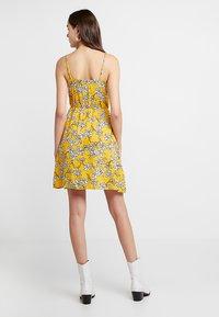 TWINTIP - Robe d'été - yellow - 2