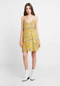TWINTIP - Robe d'été - yellow - 0