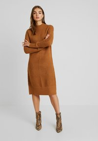 TWINTIP - Gebreide jurk - light brown - 0