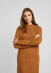 TWINTIP - Gebreide jurk - light brown - 4