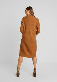 TWINTIP - Gebreide jurk - light brown