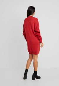 TWINTIP - CABLE SLEEVE DRESS - Pletené šaty - burgundy - 3