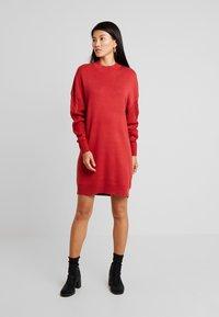 TWINTIP - CABLE SLEEVE DRESS - Pletené šaty - burgundy - 2