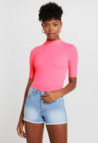 TWINTIP - T-shirts med print - neon pink - 0