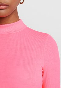 TWINTIP - T-shirts med print - neon pink - 5