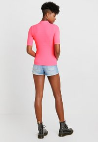 TWINTIP - T-shirts med print - neon pink - 2