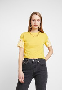TWINTIP - T-shirt print - yellow - 0