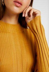 TWINTIP - Sweter - ochre - 4