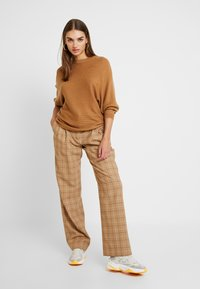 TWINTIP - Pullover - light brown - 1