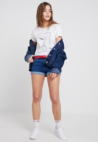 TWINTIP - Jeans Short / cowboy shorts - mid blue - 1