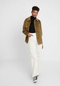 TWINTIP - Krótki płaszcz - khaki - 1