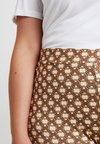 Twintip Plus - Shorts - brown/beige