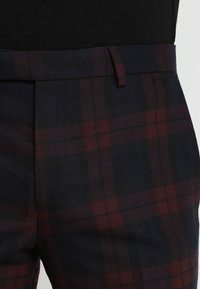 Twisted Tailor - GINGER TARTAN SUIT - Completo - wine - 7