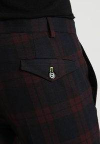 Twisted Tailor - GINGER TARTAN SUIT - Completo - wine - 8