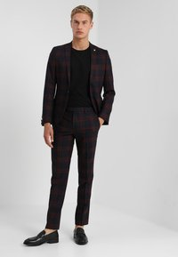 Twisted Tailor - GINGER TARTAN SUIT - Completo - wine - 1