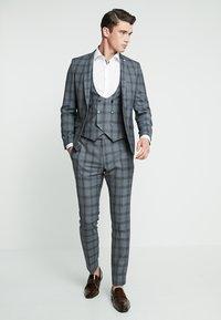 Twisted Tailor - SACRED SUIT SKINNY FIT - Traje - blue - 1