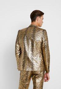Twisted Tailor - BRAGA SUIT SKINNY FIT - Oblek - gold - 3