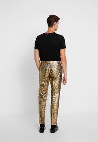 Twisted Tailor - BRAGA SUIT SKINNY FIT - Oblek - gold - 5