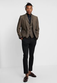 Twisted Tailor - SNOWDON WAISTCOAT - Weste - brown - 1