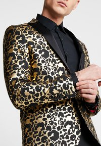 Twisted Tailor - CARACAL JACKET EXCLUSIVE - Giacca - gold - 6