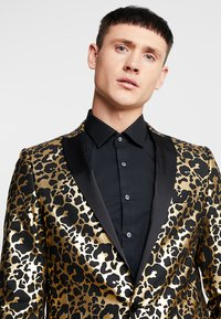 Twisted Tailor - CARACAL JACKET EXCLUSIVE - Giacca - gold - 3