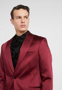 Twisted Tailor - DRACO SUIT - Oblek - bordeaux - 10