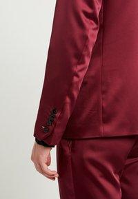 Twisted Tailor - DRACO SUIT - Oblek - bordeaux - 7