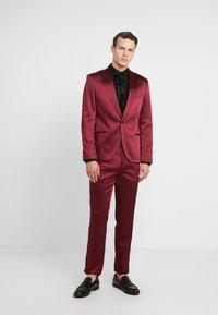 Twisted Tailor - DRACO SUIT - Oblek - bordeaux - 0