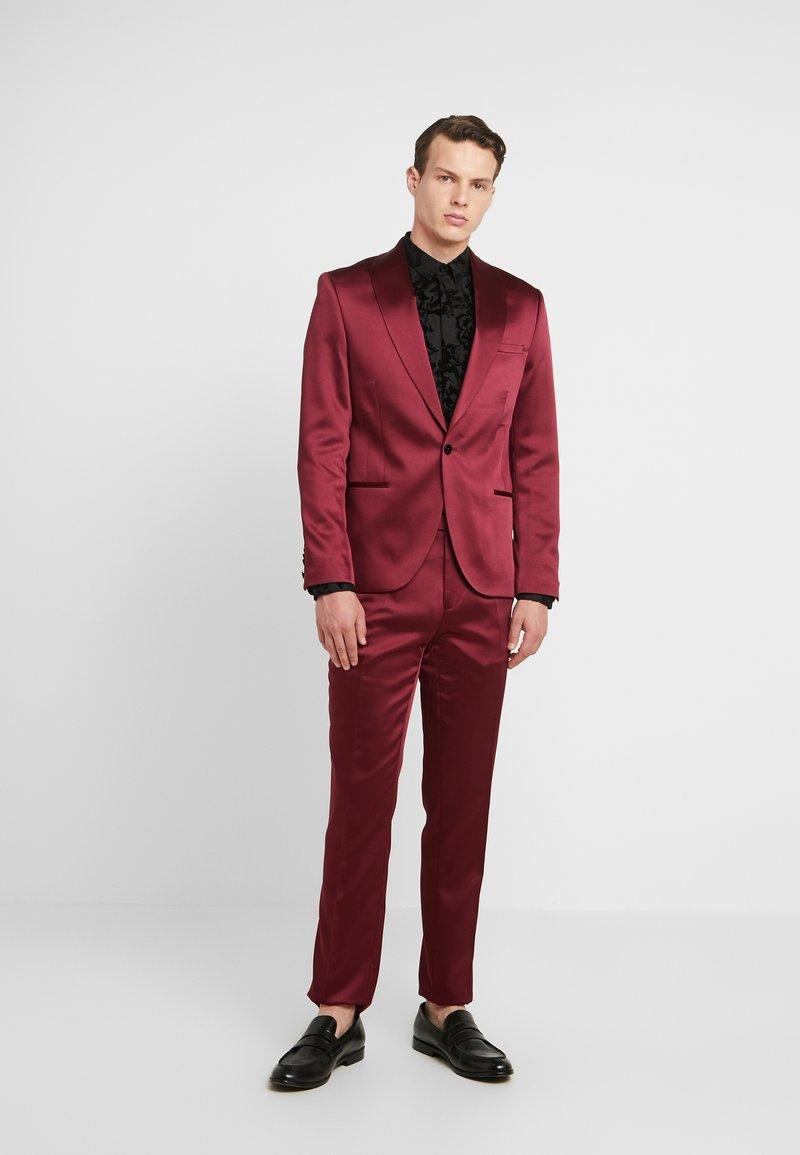 Twisted Tailor - DRACO SUIT - Oblek - bordeaux