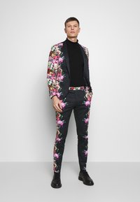 Twisted Tailor - IKEDA SUIT - Puku - black - 1
