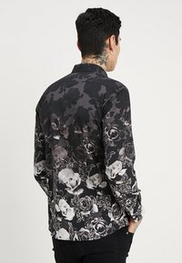 Twisted Tailor - ONO FLORAL SLIM FIT - Skjorta - black - 2