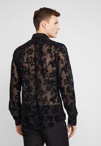 Twisted Tailor - KASH FLORAL SHIRT - Shirt - black - 2