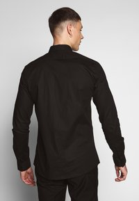 Twisted Tailor - FORM - Shirt - black - 2