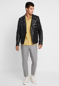 Twisted Tailor - MOONLIGHT TROUSERS - Spodnie garniturowe - light grey - 1