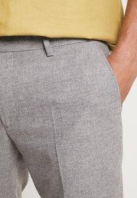 Twisted Tailor - MOONLIGHT TROUSERS - Spodnie garniturowe - light grey - 5