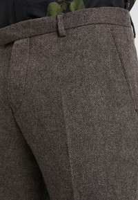 Twisted Tailor - MOONLIGHT TROUSERS - Oblekové kalhoty - brown - 3
