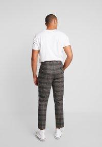 Twisted Tailor - FEVER TROUSER - Spodnie materiałowe - grey - 2